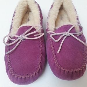 New womens UGG Slippers size 6